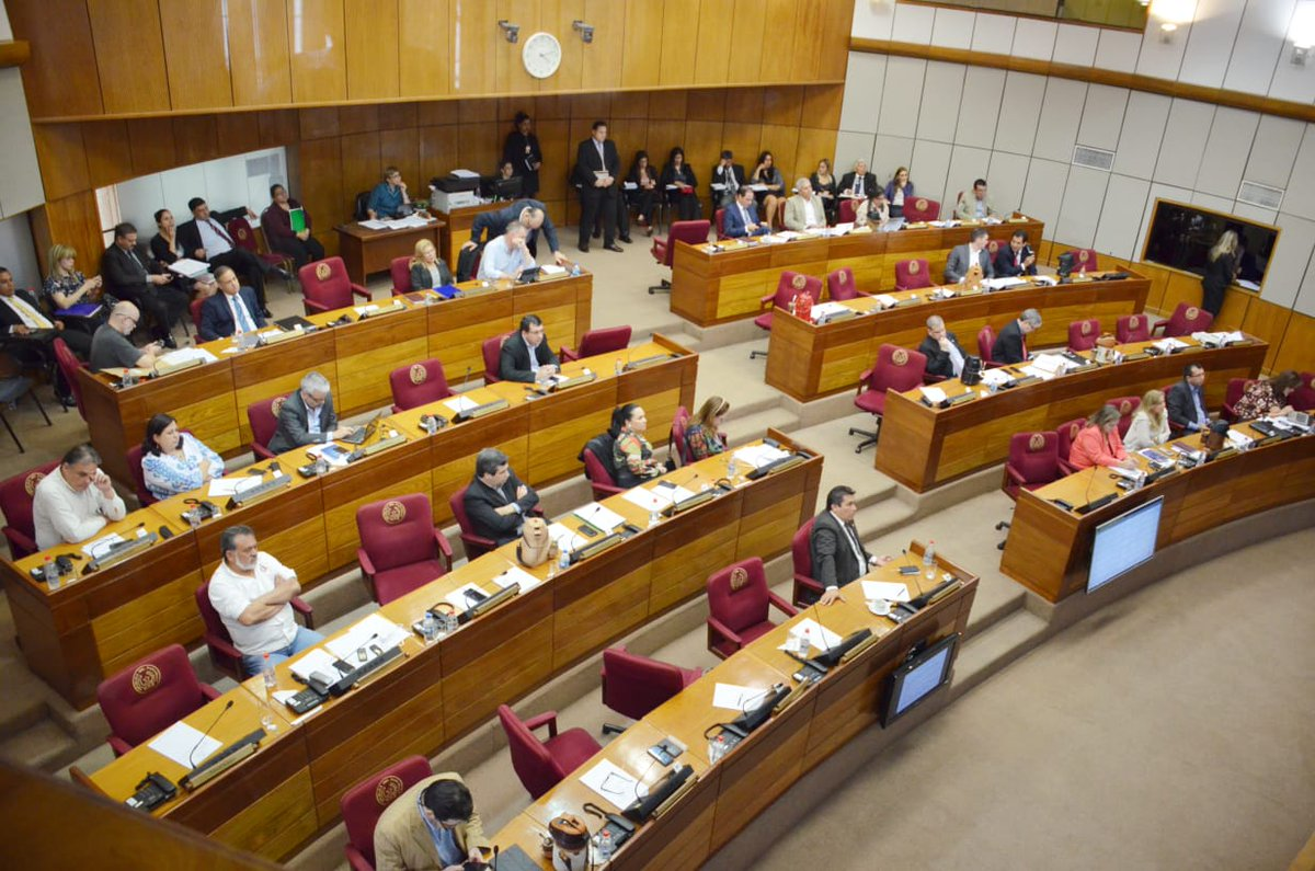 Senadores aprobaron proyecto de ley de jubilación para médicos de Salud Pública